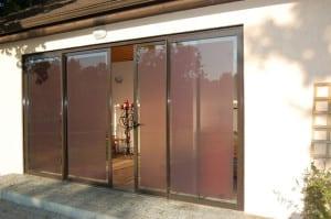 bīdāmas aluminija durvis