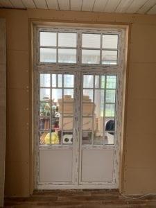 pvc durvis ar šprosēm